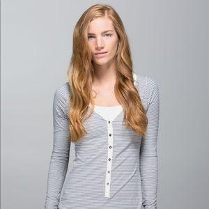 Lululemon Awesoma Henley Heathered Slate Shirt
